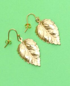 Evelynsdottir - Dangling gold-plated leaf earrings