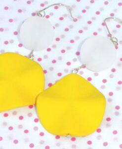 big metal london - Colourful and happy big hanging earrings, yellow/white