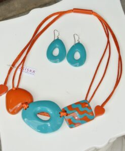 Zsiska – Set: Acapullco beautiful adjustable, designer resin statement necklace orange/turquoise + elasticated statement resin drop earrings turquoise