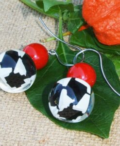 ZSISKA Audrey houndstooth round resin earrings red