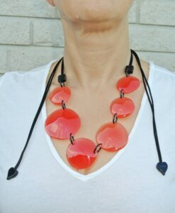 ZSISKA Laguna red adjustable necklace round resin